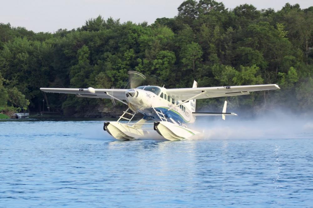Thủy phi cơ trên măt nước