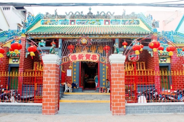 Đẹp ngỡ ngàng Chùa Ông Cần Thơ đậm chất kiến trúc Trung Hoa nổi tiếng