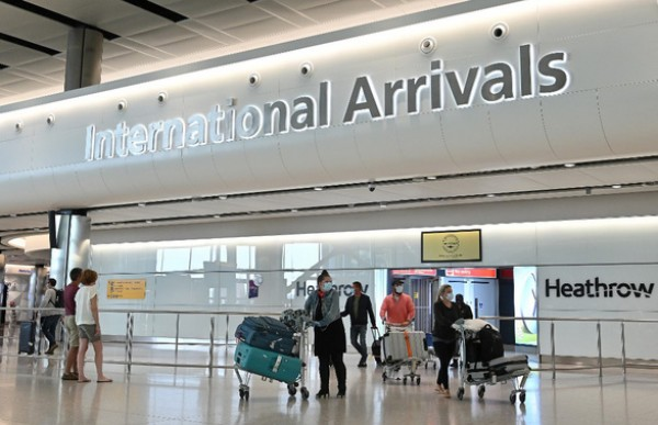 Từ 10-7, người từ Việt Nam tới Anh không cần cách ly 14 ngày