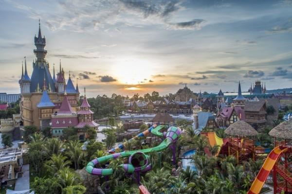 """""""Mùa đẹp"""" nhất trong năm của Phú Quốc đến rồi, còn chờ gì mà không ghé ngay công viên chủ đề hàng đầu châu Á để tận hưởng nhỉ?"""