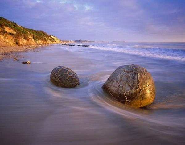 Du lịch New Zealand: Ngắm những hòn đá 'trứng rồng' lạ mắt ở bãi biển Koekohe