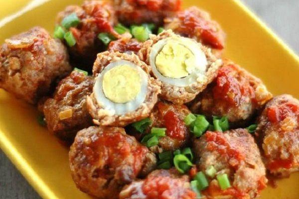 Bí quyết làm thịt viên bọc trứng sốt cà chua chuẩn vị nhà hàng