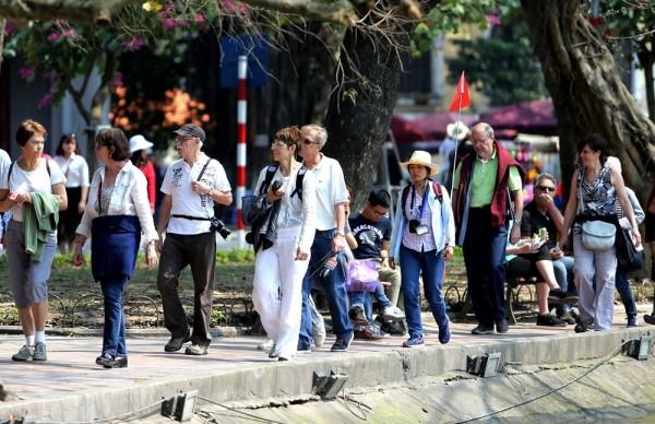 Tin vui Khánh Hòa đồng ý chủ trương xây dựng phương án thí điểm đón khách du lịch quốc tế có