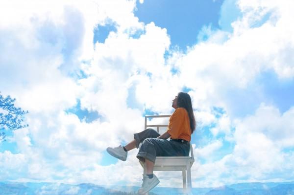 """Quên cầu thang trắng đi, giờ Đà Lạt còn xuất hiện thêm """"ghế săn mây"""" chụp ảnh ảo hơn gấp tỉ lần"""