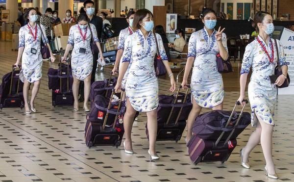 Cách phòng tránh virus corona khi đi máy bay