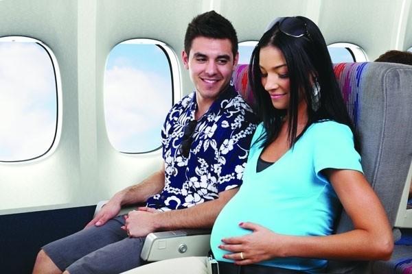Phụ nữ mang thai đi máy bay Vietnam Airlines, VietJet Air và Jetstar Pacific cần mang những giấy tờ gì?