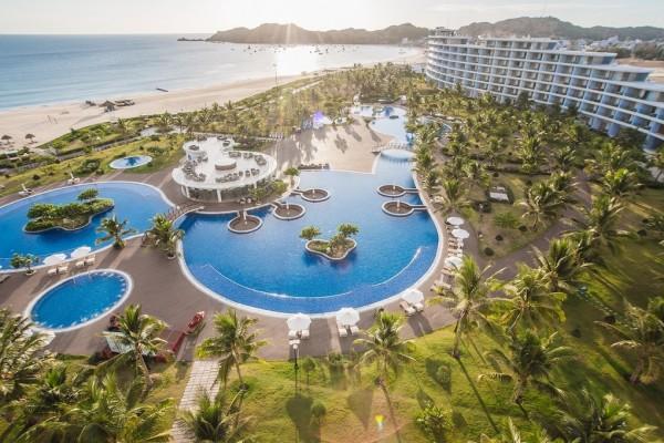 Du lịch tại chỗ trong resort 5 sao hút khách
